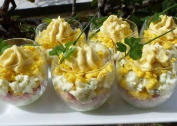 Œufs mimosa en verrines idéale comme apéritif de fêtes