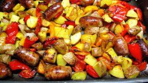 Pommes de terre aux saucisse et poivrons