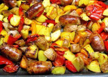 Pommes de terre aux saucisses et poivrons