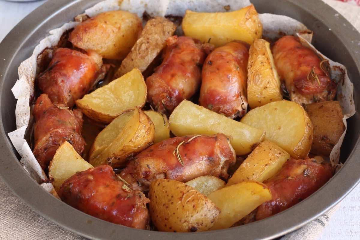 pommes de terre et saucisse au four