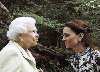 Kate Middleton, Prince William, « épuisés » – Humiliante pose « imposée » par Elizabeth II (photo)